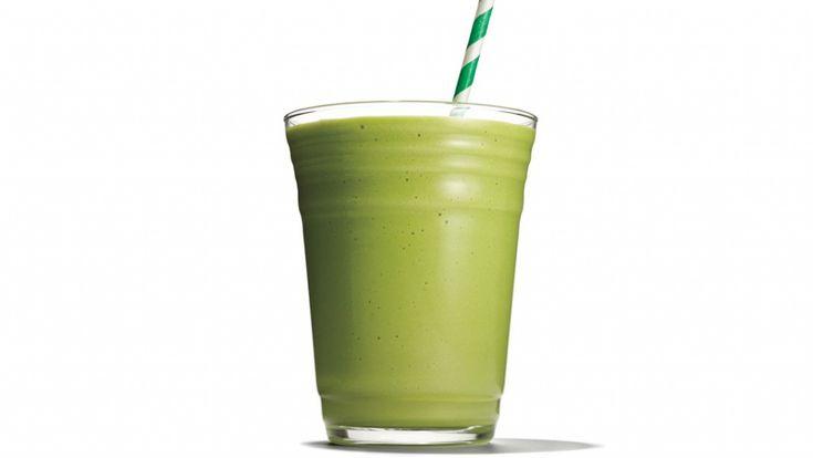 Ez a különleges smoothie fehérjében és rostban gazdag társad lehet a mindennapokban. A zöld levelet és a gyümölcsöt tetszés szerint variálva változatos ízvilágot varázsolhatsz, az avokádó pedig biztosítja az izmaid épüléséhez szükséges fehérjét....