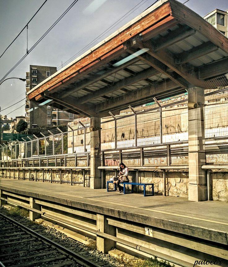 https://flic.kr/p/RjaGAJ | ViñaDelMar033 | Única Pasajera en espera del Metro, Estación Recreo, Metro de Valparaíso, Viña del Mar, Valparaíso, Chile.