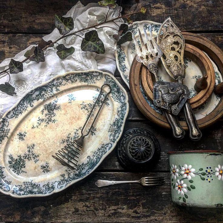 #morning #goodmorning #fleamarket #fleamarketfinds #treasure #vintage #vintagestyle #shabby #shabbychic #patina #pottery #faience #embroideryframe #chocolatemold #cakebaking #silverplated #antique #old #oldtimes #lovely #blue #blueandwhite #simplelife #simpleword #szeretem #bolhapiac #kincs #enfotom #régiség #villeroyandboch