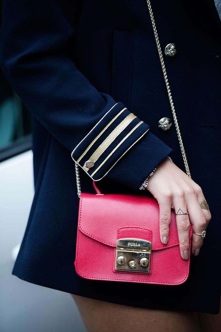 It's so sassy | Red bag | Furla | Classic | Gold touches | Fashion | More on Fashionchick.nl