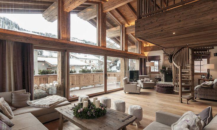 An diesem Wochenende findet der alpine Ski-Weltcup in Kitzbühel statt. Das treibt die Immobilienpreise vor allem im Luxussegment an: Rund 60.000 Euro pro Woche kostet ein Haus mitten im Zentrum – Blick auf die Streif exklusive.