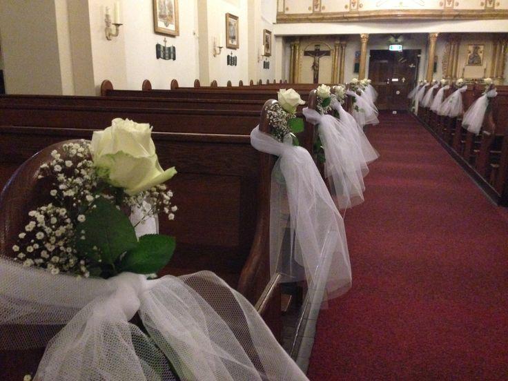 Kerk versierd met tule rozen en gipskruid idee voor huwelijk ralf en diana pinterest tule - Ideeen van interieurdecoratie ...