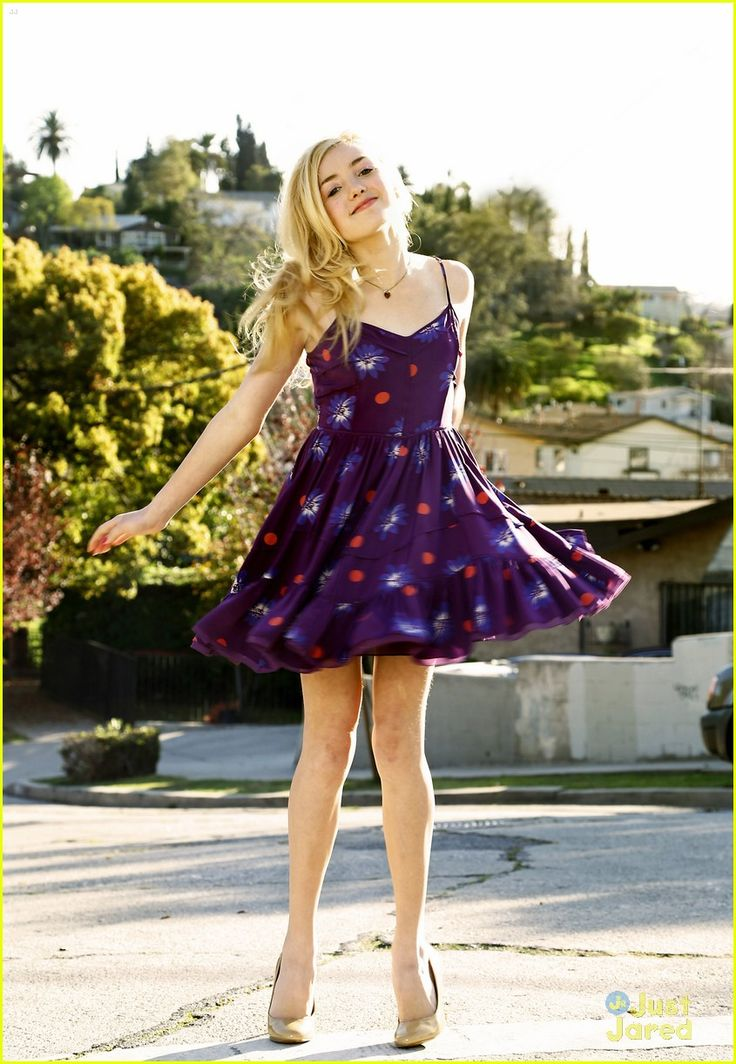 Peyton List 2013 photoshoout | Peyton List grabs a cool ice cream sandwich during her fashion shoot ...