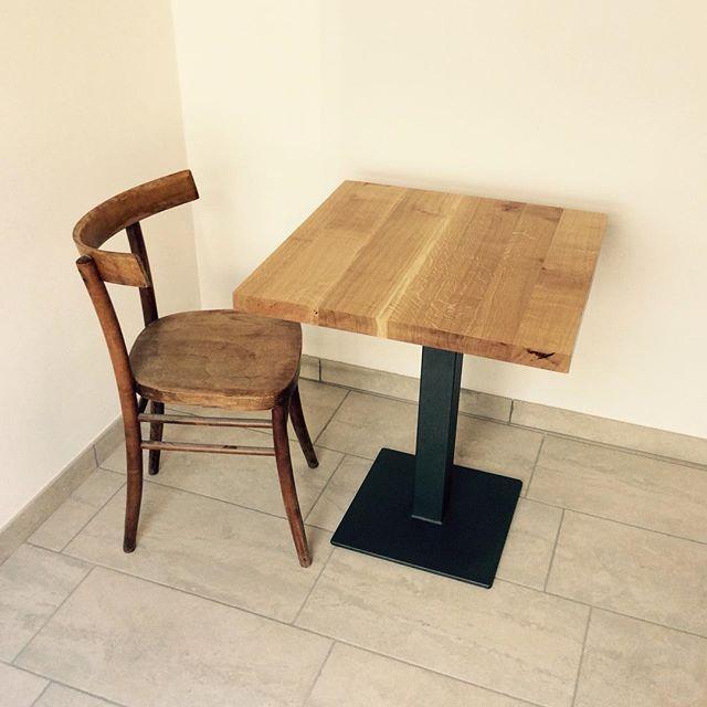 Tavolo da bar in rovere massello con gamba in ferro #interiordesign  #madeinitaly #laboratorio44 #handmade #sumisura #forniture #woodtable #bartable #rovere #woodchair #woodwork