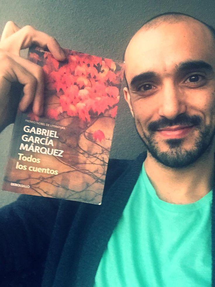 Gracias @megustaleerarg y a los que me regalan tantos libros. En este, el día internacional, brindamos con un ídolo