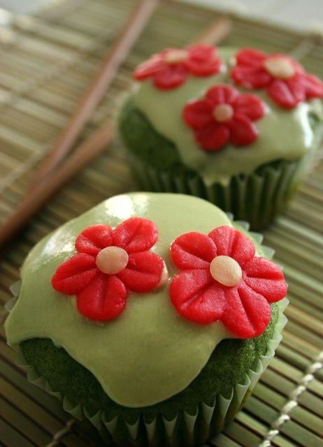 Eerlijke vegan cupcake met de zoete smaak van groene thee, vanille en amandel!