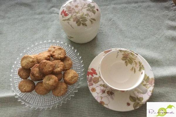 Zalm met kruidenkorst en granaatappelpitten