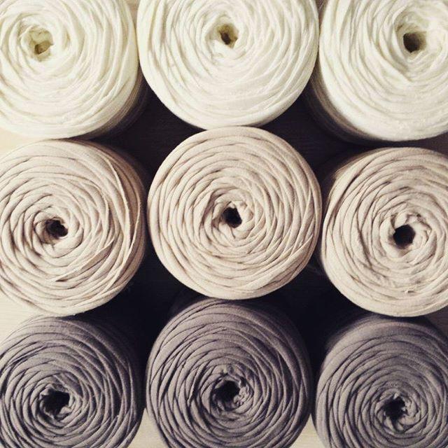 We ❤ Caramel #bobbiny #madetocreate #caramel #colors #madewithlove #spaghettiyarn #knitstagram #craft #tshirtyarn #crochet