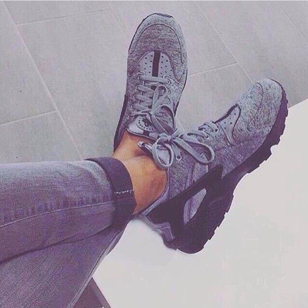 Wheretoget - Grey Nike huarache sneakers