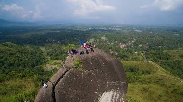Adventure dengan keindahan dan pemandangan di batu besar 10x5x10 meter di kabupaten 50 kota sumatera barat. LESTARI..... ALAMKU....