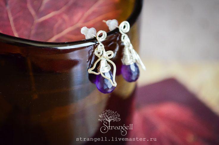 Купить Посеребренные маленькие серьги пусеты (гвоздики) листочки с аметистом - фиолетовый, темно-фиолетовый, бордовый