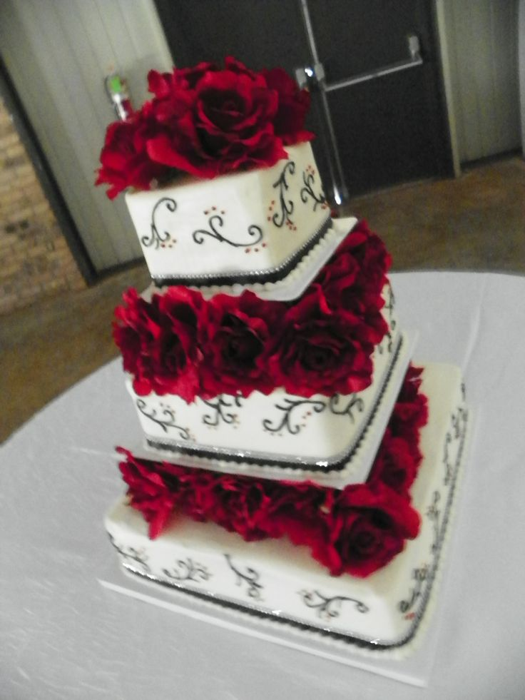 3 tier wedding cake with columns between the layers