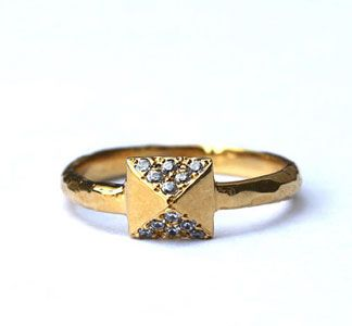 pyramid stud ring: Studs, Jewelry, Rings, Things, Tiny Armour