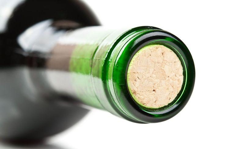 Come aprire una bottiglia di vino senza usare il cavatappi | Svinando |