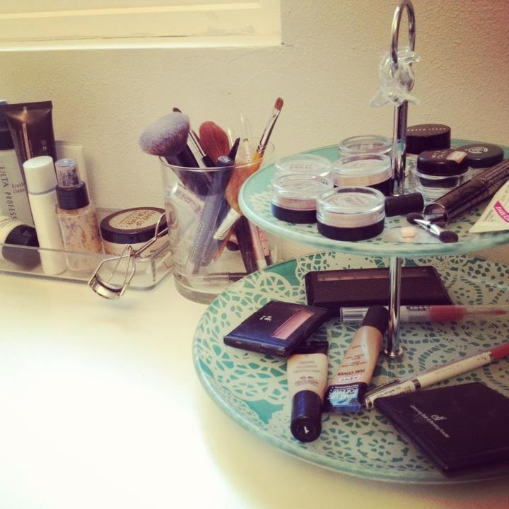 Tiered dessert tray = makeup tray Definitely need this!