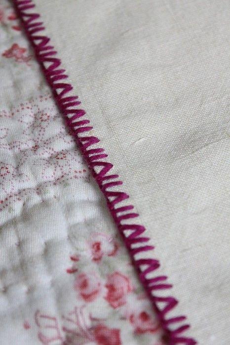イギリス製ヴィンテージ                あざみとラベンダー刺繍のリネンテーブルクロス
