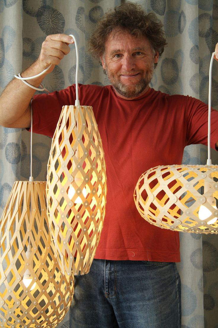 Falar sobre design sustentável é falar sobre David Trubridge. Nascido em Inglaterra, mas com morada em Havelock North, na Nova Zelândia, possui um trabalho que se destaca pela ética ambiental. David tem uma formação bastante curiosa: é formado em arquitetura…