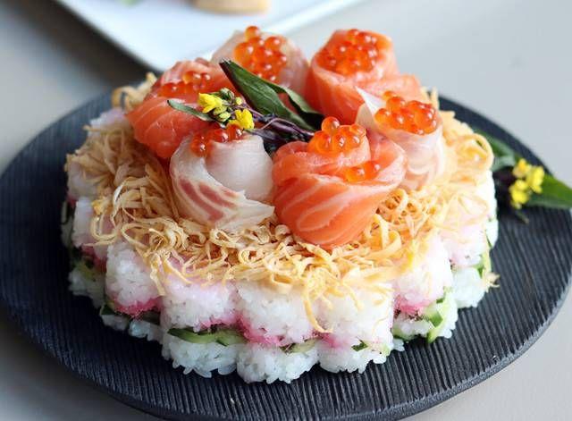 【デザート型で】ひな祭りには花型の「ちらし寿司ケーキ」を作ろう - グノシー