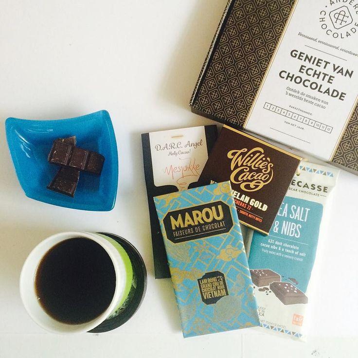 Nog even de novemberbox in de spotlight hoor.. Want over 11 dagen (!) gaan we alweer de decemberbox opsturen! Deze 4 hele fijn repen zijn nog wel te bestellen maar op=wel op want dan eisen 4 nieuwe repen alle aandacht op! (En geloof me ook de nieuwe 4 zijn weer hééle fijne..) #yiehaa #comingsoon #nieuwe #box #spannend #december #verrassing #cadeau #chocolade #cadeaubox #marou #williescacao #madecasse #mesjokke #anderechocolade