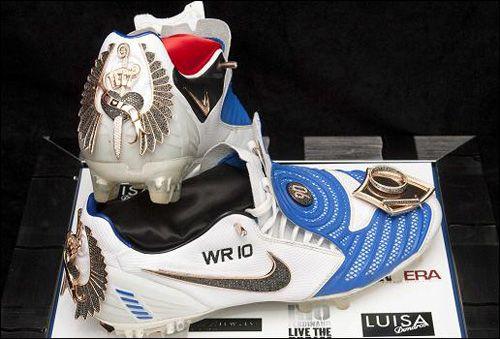 Scarpin Preto - http://www.scarpinpreto.com/top-os-10-calcados-masculinos-mais-caros-do-mundo/tenis-diamond-studded-nike-boots/