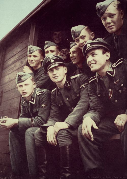 Waffen-ϟϟ middle war they should go on the eastern front. from : https://www.pinterest.com/nleforestier/wwii-wehrmacht-waffen-%CF%9F%CF%9F-luftwaffe-kriegsmarine-pr/