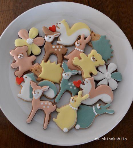 ナチュラルキッチンのクッキー型でアイシングクッキー | アイシングクッキーおかしのこびとのブログ 注・アイシングとは、焼き菓子のペースト状の砂糖衣がけのとこと。バタークリーム・マジパン・ホイップクリームなどなど
