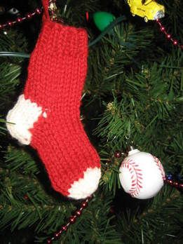 Major Knitter: Free Pattern - Hand Knit Miniature Stocking Ornament