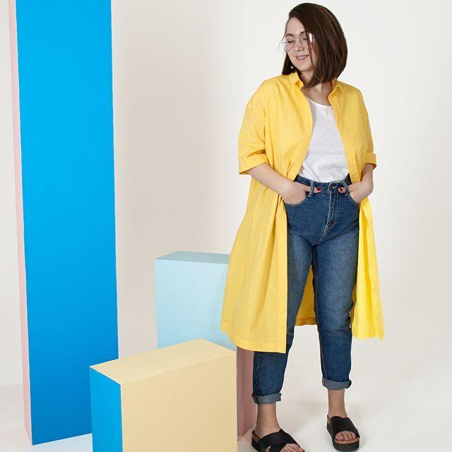 У вас бывало такое, что не нравится какой-то цвет долгое время, а потом раз и любовь 💛💛💛 Вот у меня так с жёлтым цветом было: не любила почему-то его, и даже когда ткань на это платье покупала, скептически была настроена 🌼🌼🌼но в готовом изделии этот цвет смотрится просто бомбически 🌟🌟🌟 Сегодня можно примерить платье на маркете дизайнерской одежды в @box2_eventhall Стоимость: 4200 руб ✨✨✨ Приходите 🌟придёте? 😉