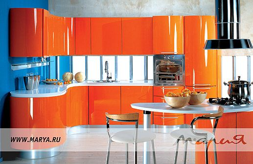 Эта элегантная и эмоциональная кухня в стиле модерн—блестящий образец искусства кухонного интерьера.