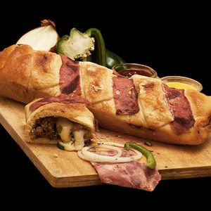 """Rocket """"Roll"""" Premium dengan isi Beef Slices Wellington, Beef Mince Mushroom Sauce, Italian Herbs, Onion, Green Paprika, Yellow Cheese Cream, Chedar, NZ Mozzarella dan campuran bahan-bahan segar berkualitas.  Berat: 330 Gram (with box) Panjang: 30 cm (Ideal maksimum dipotong menjadi 8 slices) Kondisi: Frozen atau Siap Saji Daya Tahan: Frozen bisa disimpan selama 3 bulan Re-heat: keluarkan dari freezer, biarkan suhu ruang atau defrost lalu reheat menggunakan microwave, oven atau teflon."""