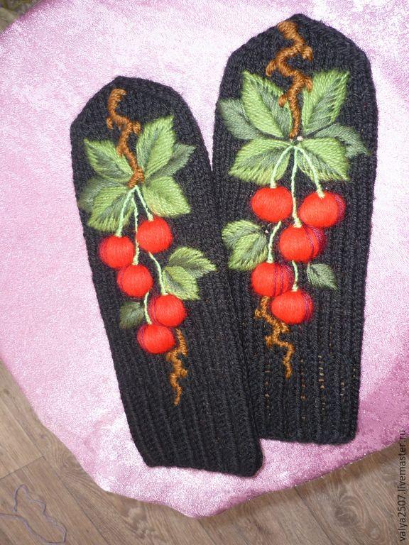 """Купить Варежки с ручной вышивкой """"Вишня"""" - черный, рисунок, варежки, варежки ручной работы"""
