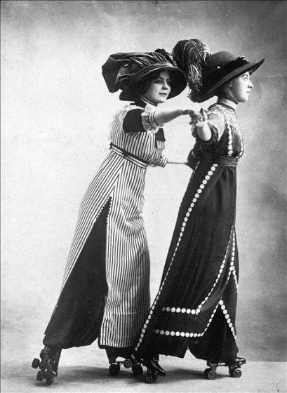 Robes-pantalons au Skating Rink, vers 1910.