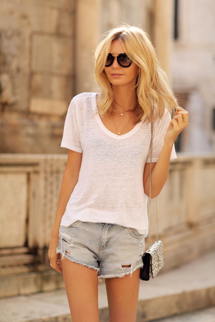 white tee and cutoff shorts White Tees, Casual Outfit, Summer Looks, Summer Basic, Hairy Mess, Cutoff Shorts, Cutoffs Shorts