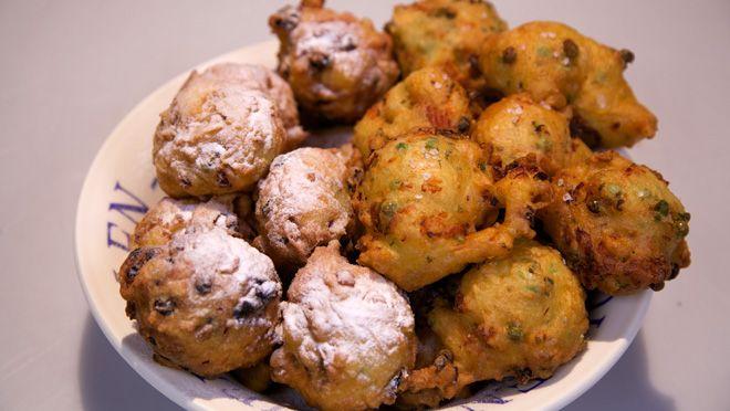 Traditionele oliebollen en zalmholiebollen (hartige oliebollen) - recept | 24Kitchen