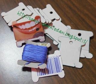 Farfalle avvolgifilo riciclate dalle scatole di cartoncino di vari prodotti