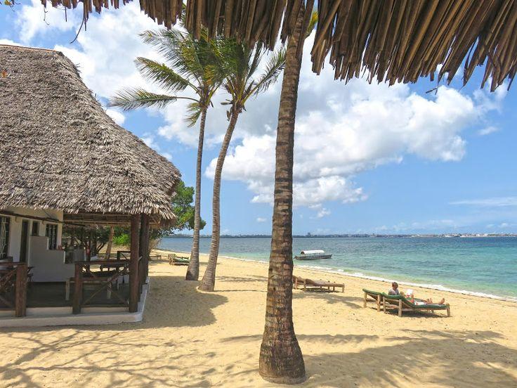 Imagine-se numa pequena ilha privada, com um clima tropical, uma praia de areia branca de coral, e rodeada de água azul-turquesa. Um sonho inatingível? Não, este local existe, está ao alcance das suas mãos e está à sua espera. A ilha de Chapwani encontra-se à vista de Stone Town, a capital de Zanzibar, uma ilha …