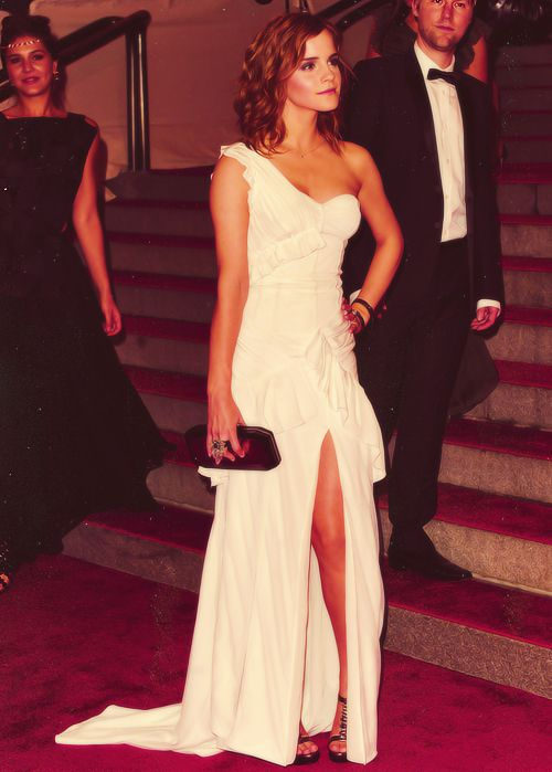 Love this dress!: Girls Crushes, Style, Emmawatson, Emma Watson, Gowns, Red Carpets, White Dress, Gorgeous Dress, The Dresses