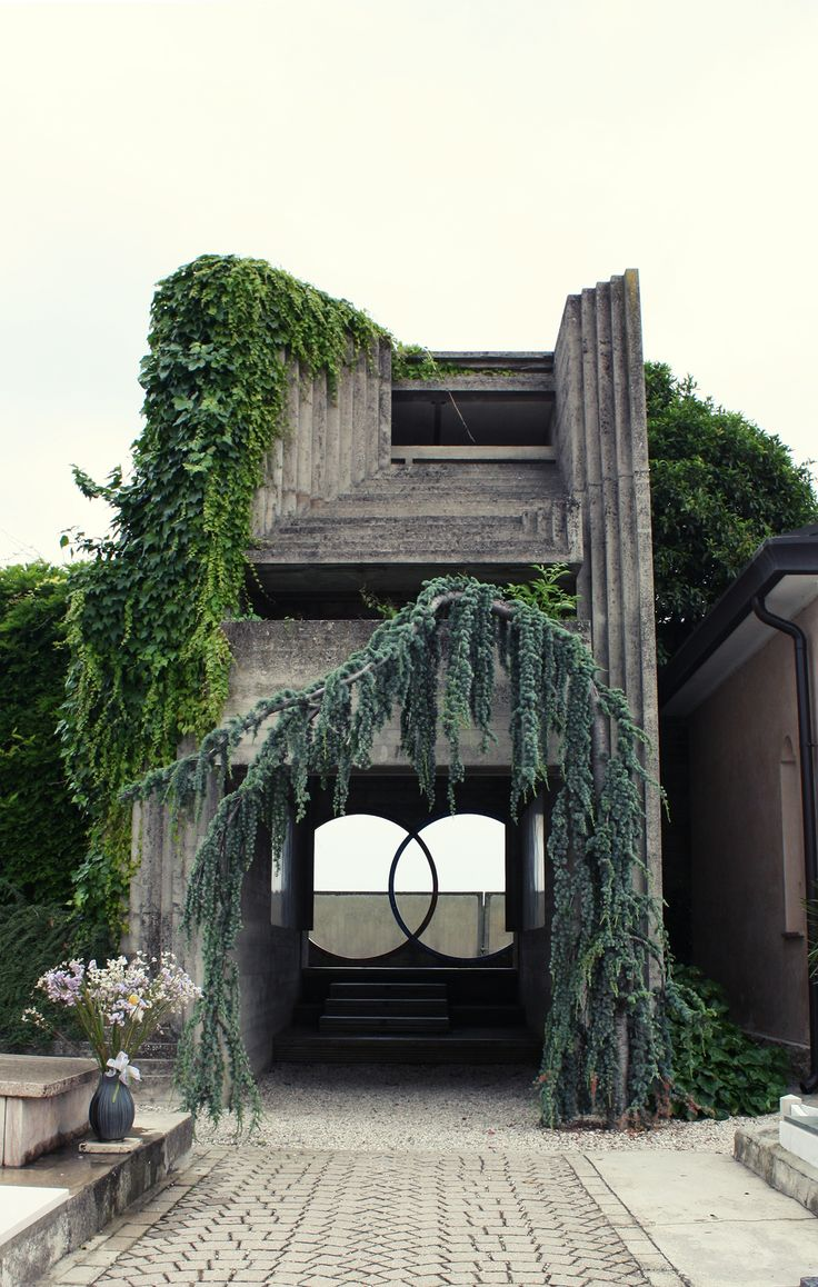 Stone repetition at ninety degree angles + stunning overgrown vines | Italian architect Carlo Scarpa