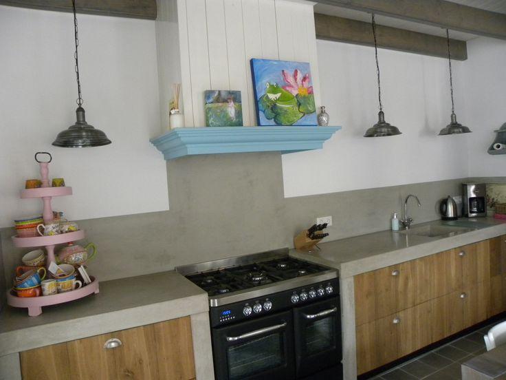 Nieuwe keuken, woonkeuken in uitbouw, hout en beton