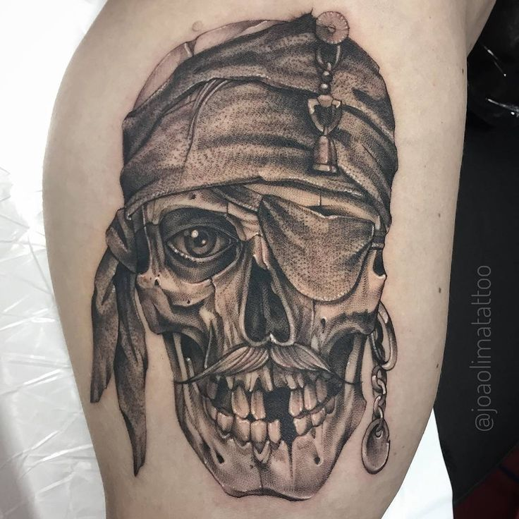Projeto em andamento! Pirate Skull - Caveira Pirata Tatuagem #Pirata #Pirate #Tattoo2Me #TatuagensMasculinas #TatuagemMasculina #InkStinctOfficial #GattoMattoTattoo #TattooGuest #Inked #TattooDo #BlackWork #BlackTattoo #TattooistartMag #JoaoLimaTattoo #BlackAndGrayTattoo #RealisticTattoo #InkedMag