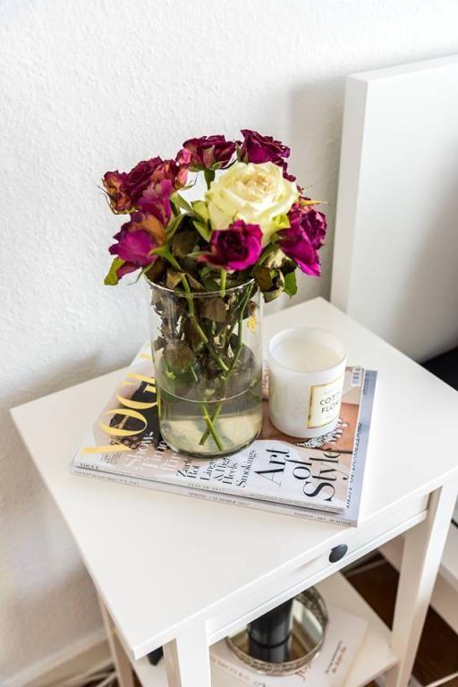 Exceptional Einfache Dekoration Und Mobel Sommerliche Textilien #14: Sommerliche Deko-Idee Mit Frischen Rosen
