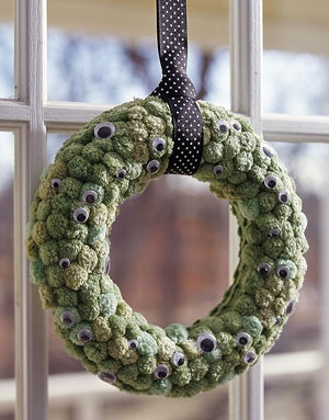 Elizabeth Vigil.. Lets make one of these this year :): Holiday, Googly Eyes, Halloween Crafts, Eye Wreath, Pom Pom, Halloween Wreaths, Craft Ideas, Halloween Ideas, Eyeball Wreath