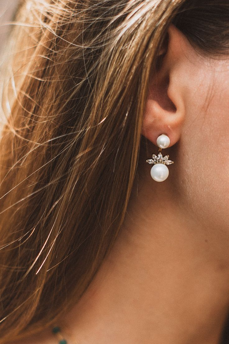 Our Double Pearl Earrings are so feminine & pretty! Ear jackets are so on trend & unique. They're a great way to dress up your look without going overboard. FEATURES »Yellow gold plated pearl earring