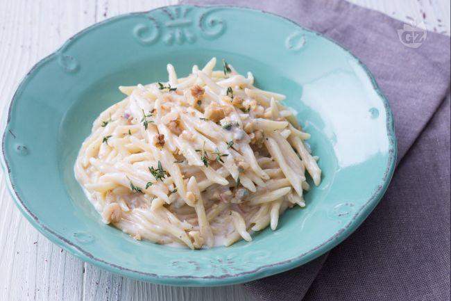 Un primo piatto perfetto se si vuol portare a tavola una pietanza cremosa e gustosa. Perfetto per un pranzo autunnale da leccarsi i baffi!