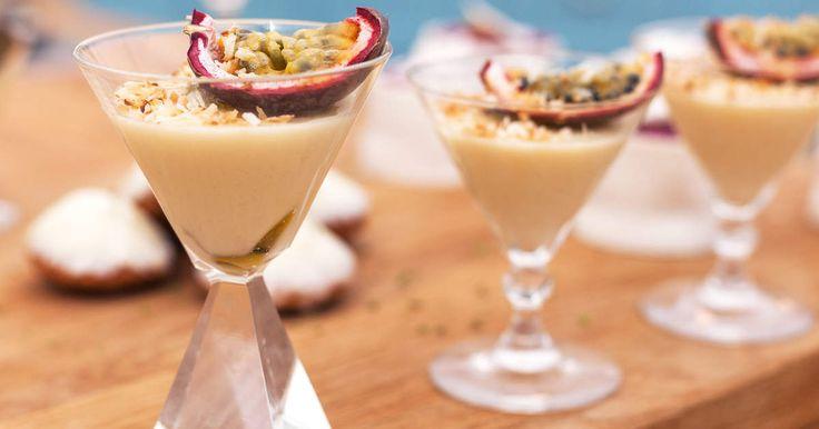 En av desserterna på Matildas vinnande nyårsfat. En len och fin pannacotta på kokosmjölk toppad med passionsfrukt!