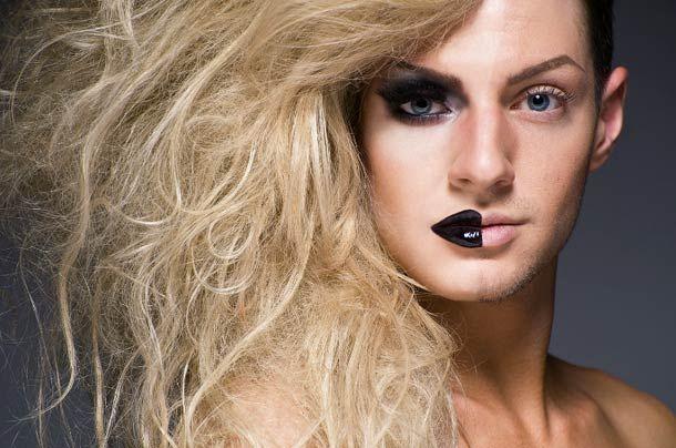 Le projet «Half-Drag» du photographe Leland Bobbé nous montre la face cachée des travestis burlesques