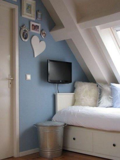 Mooie #tienerkamer met bedbank van Ikea | Pretty #teenage #bedroom with shades of blue en white