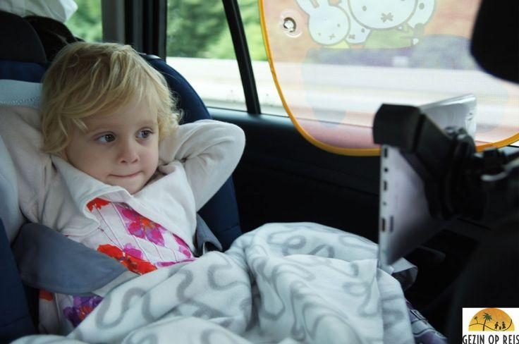 De 10 leukste autospelletjes met kinderen. Ik vroeg ouders een tijdje terug hun leukste tips waarmee ze hun kinderen vermaken onderweg in de auto of het vliegtuig. We kregen zoveel reacties met ideeën dat ik besloot de beste, meest genoemde en origineelste tips voor in de auto met jullie te delen!