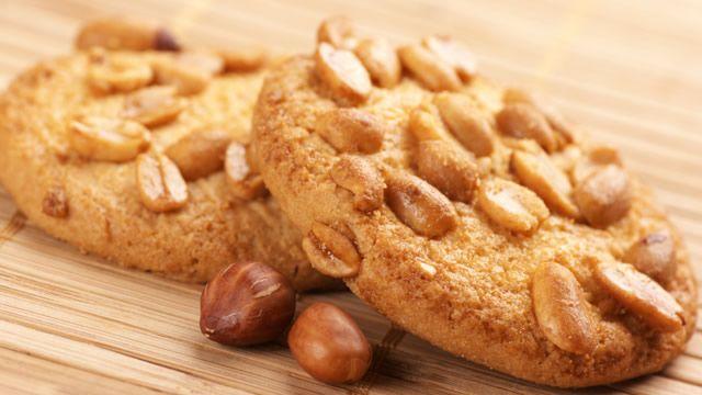 Biscuits aux cacahuètes _ http://www.cuisineaz.com/dossiers/cuisine/biscuits-sables-noel-14667.aspx