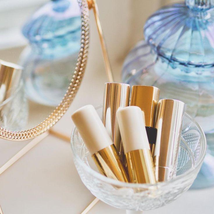 "11 tykkäystä, 1 kommenttia - Merit Lindén (@meritofbeauty) Instagramissa: ""Beauty is often in details! #beauty #details #vanity #lipstick #makeup #makeuplove #makeuplover…"""